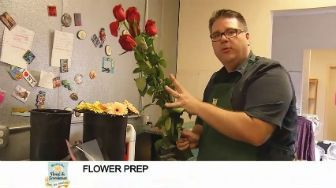 Button to watch video on Flower prep from Waukesha Floral